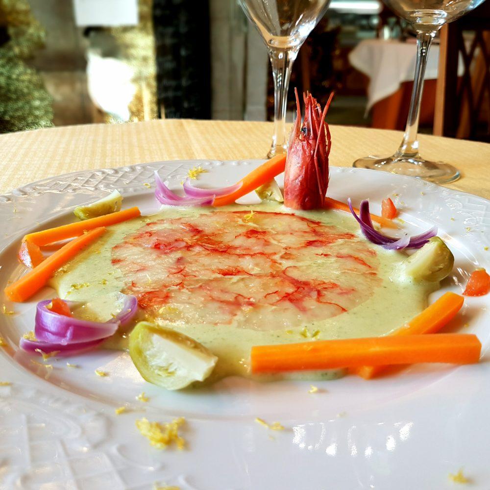 Carpaccio di gamberi rossi di Gallipoli in zuppa di sedano e verdurine al vapore