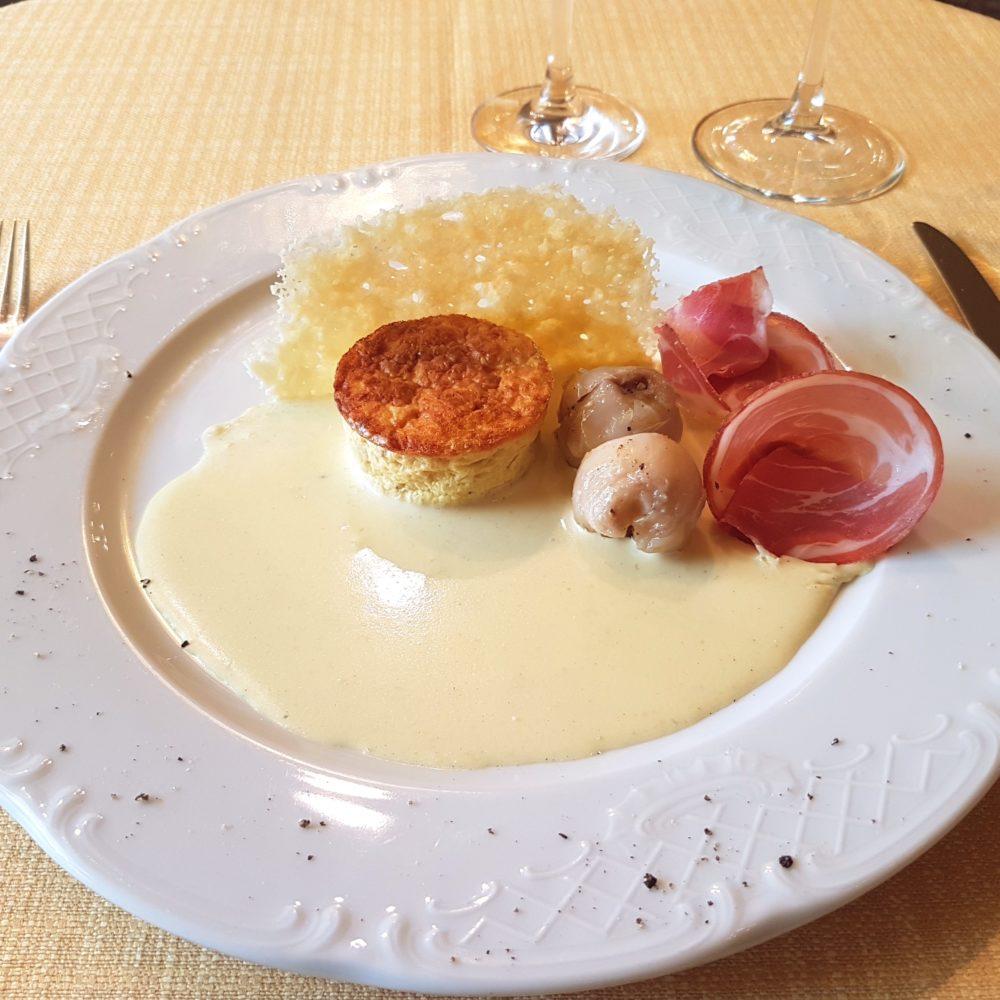 Flan di lampascioni con delicata di Parmigiano Reggiano 36 mesi, rose di capocollo di Martina Franca e crosta di Parmigiano Reggiano 24 mesi