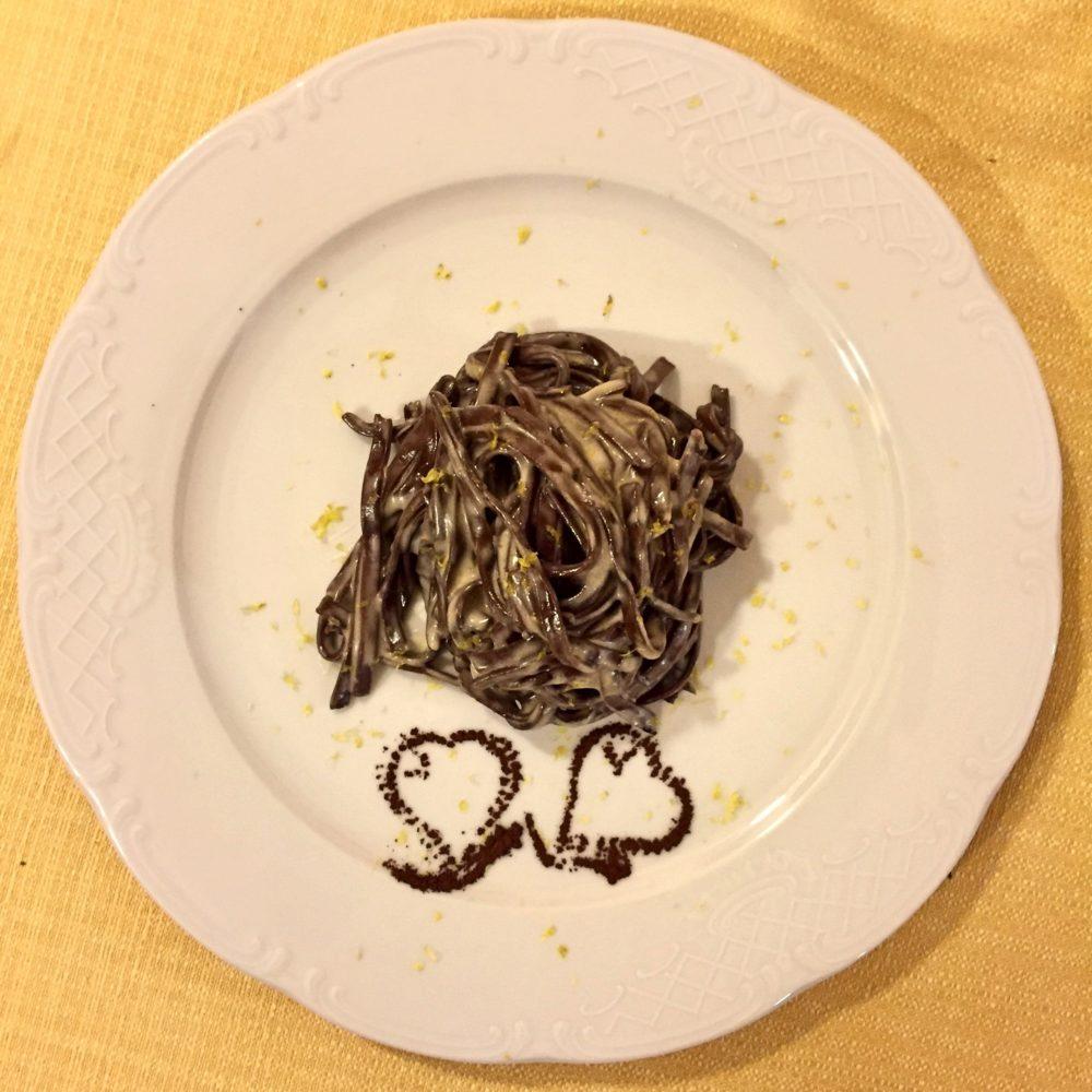 Tagliolini freschi al cacao con salsa al Parmigiano Reggiano e profumo di limone